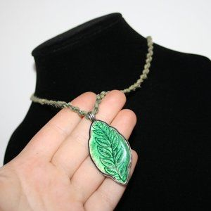 """Beautiful silver and green leaf necklace 16-18"""""""